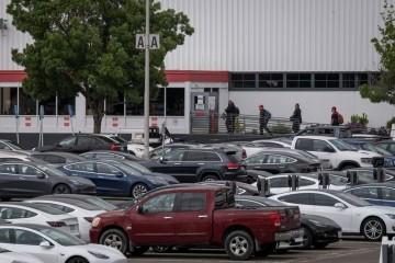 特斯拉工厂早已强行复产加州阿拉米达县无法退让