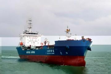 服务深海一号我国首艘1.5万吨动力定位穿梭油轮交付